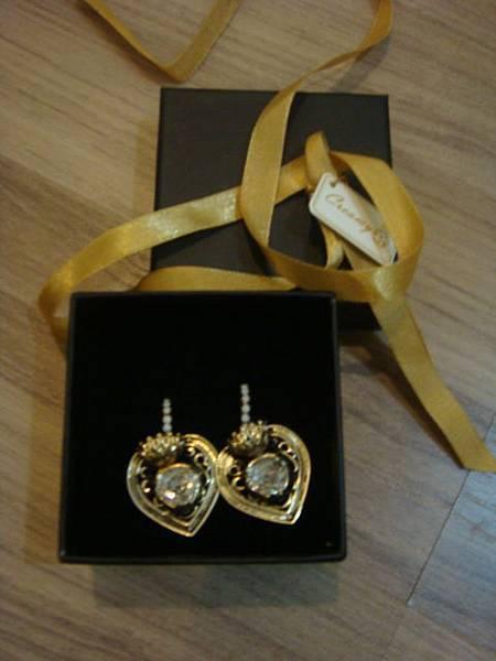 ALAN 的美麗愛心耳環!