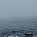 從窗內往外看外木山海岸