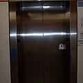 景安站下層月台電梯位於「B6」