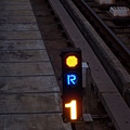 轉轍器:逆位(R)已開通(黃)