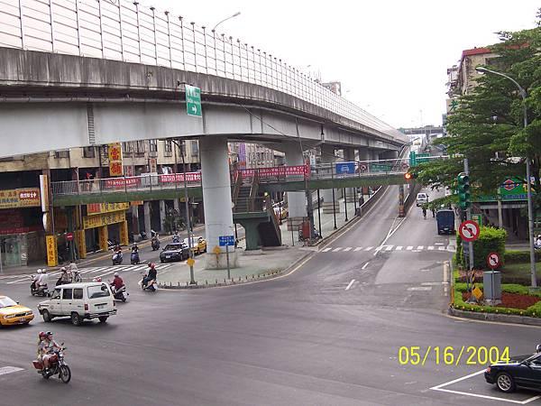 華江橋附近的神秘天橋