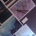 樓梯側牆也有照片,只是很難拍…