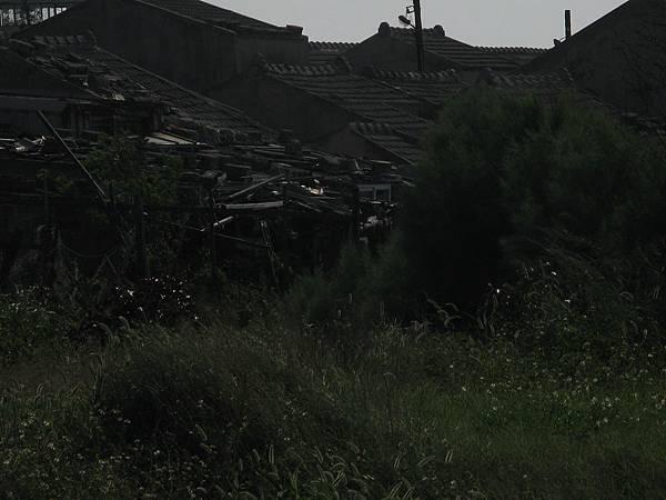 破碎的屋瓦