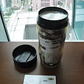 外文系學會送的咖啡隨行杯初體驗 :p