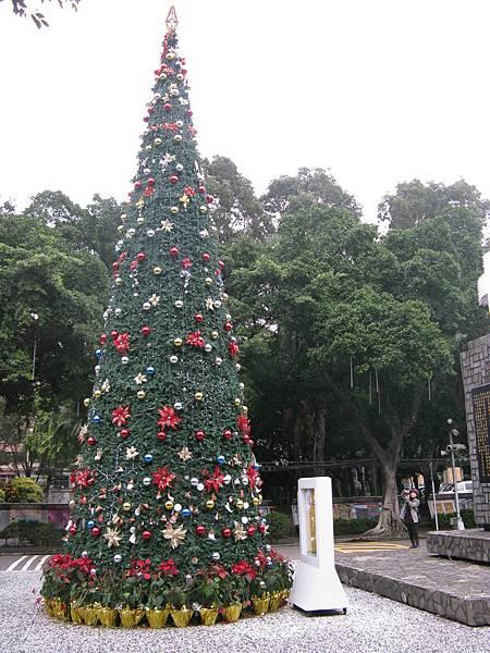 輔大校門聖誔樹