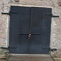 大門深鎖的某倉庫