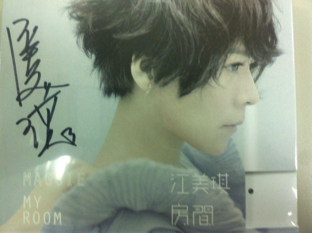江美琪簽好名的專輯 :D