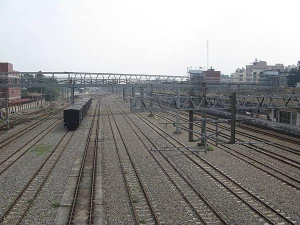 嘉義跨站天橋以及十幾股道