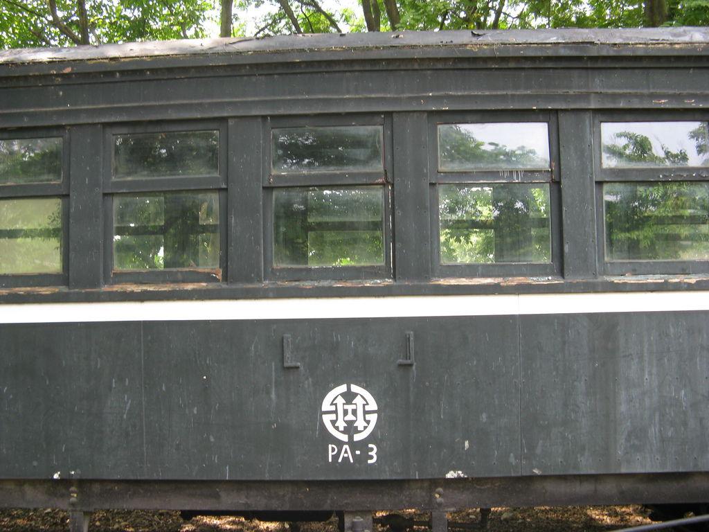 PA-3 車廂,和很像台鐵的 logo