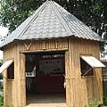 天主堂旁邊的竹屋