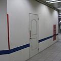 新埔站新4號出口的隔板
