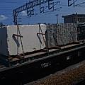 35F ㄆㄍㄟ,第一次看到上面載看起來像大理石或水泥塊的貨車…很像 marble cargo
