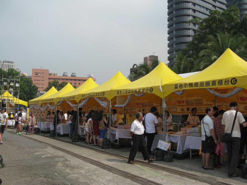 黃色小鴨商品攤位