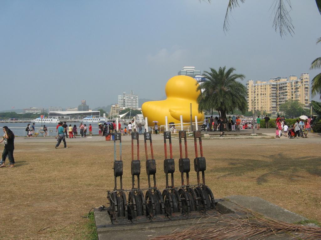 黃色小鴨和臨港線號誌閘柄