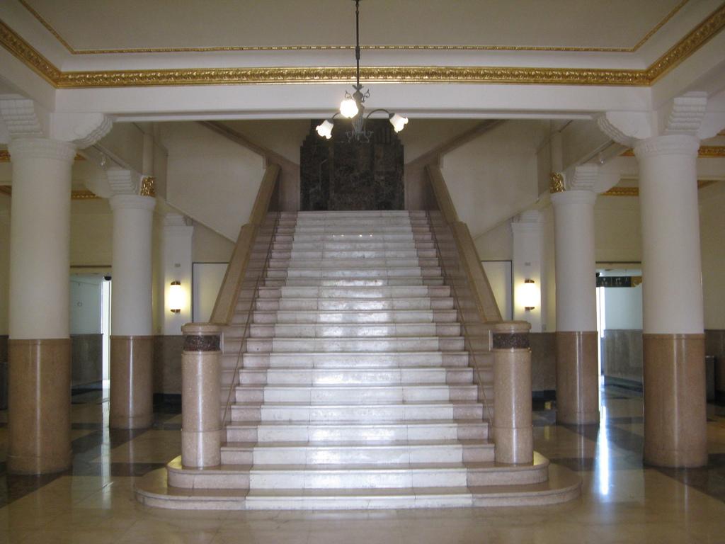 高雄市立歷史博物館中央樓梯
