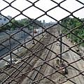九曲堂站外不遠處的過鐵軌用橋樑