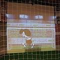 走進花生漫畫 Snoopy 65 週年巡迴特展高雄首站 / 足球互動遊戲