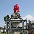 高雄站前的紅鯉魚