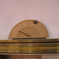 林百貨的指針式電梯盤