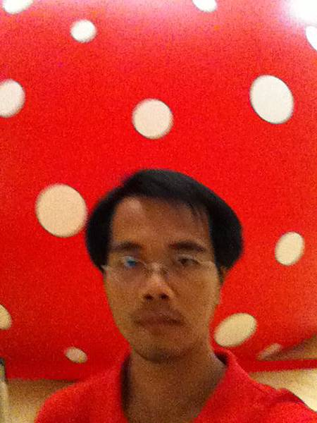 《夢我所夢》草間彌生亞洲巡迴展高雄站紅色圓球前自拍