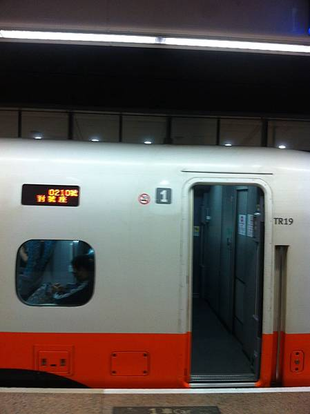 高鐵 TR19 車的 1 號車廂