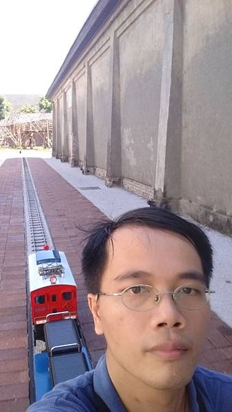 駁二小火車上自拍
