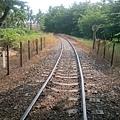 南州糖廠內少數新穎仍在使用的軌道,通往遠方