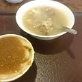 郭家肉粽的豬腳湯和碗粿
