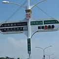 這紅綠燈路標還真特別…