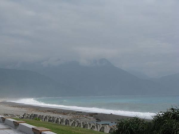 海水比起昨天似乎緩和不少