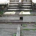 小站都是直接跨越軌道的,沒有天橋和地下道這種東西…