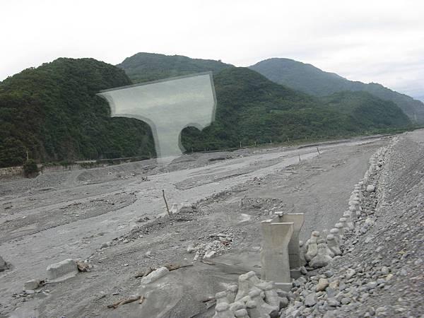 河水、石頭、飄流木