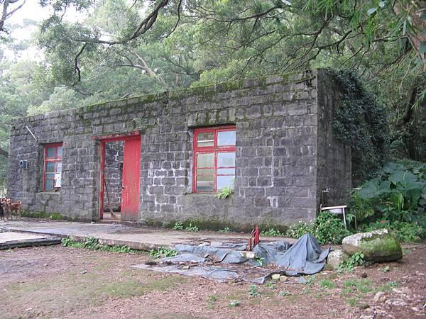 廟宇旁的空屋