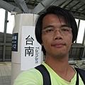 高鐵台南站月台上自拍 3