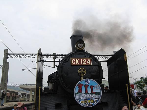 沒想到這輩子還有機會坐到蒸汽火車啊 :p