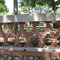 古堡外牆磚的堆砌法還蠻特別的