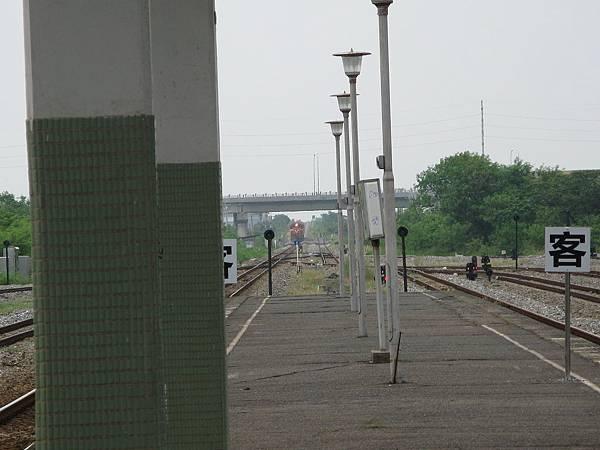列車即將進站…