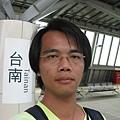 高鐵台南站月台上自拍 5