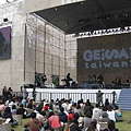 主舞台席地而座的聽眾們 2