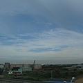 外面的天色是很奇特的藍色
