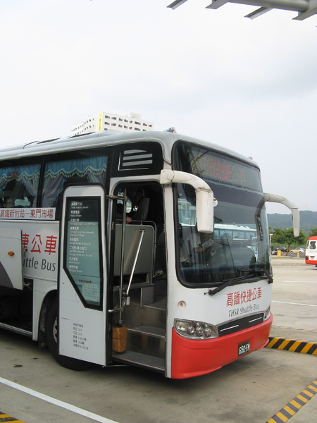 高鐵新竹站外往東門市場的接駁車