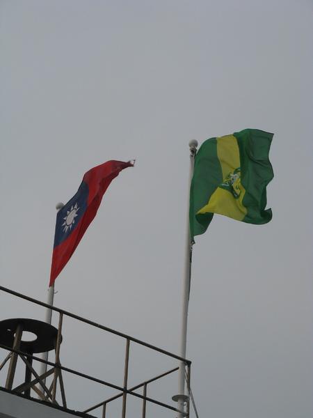 國旗以外還插著另一種旗幟 1