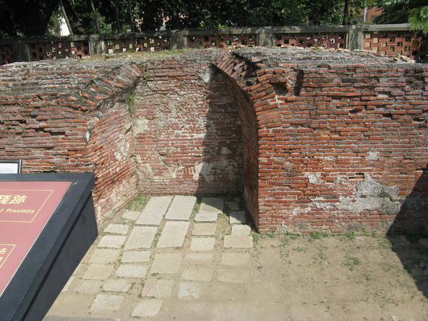 普羅民遮城城牆遺址 2