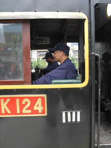 CK124 本日彰化機務段 指導老師副段長陳振華 機車長黃清吉 司機員王木生