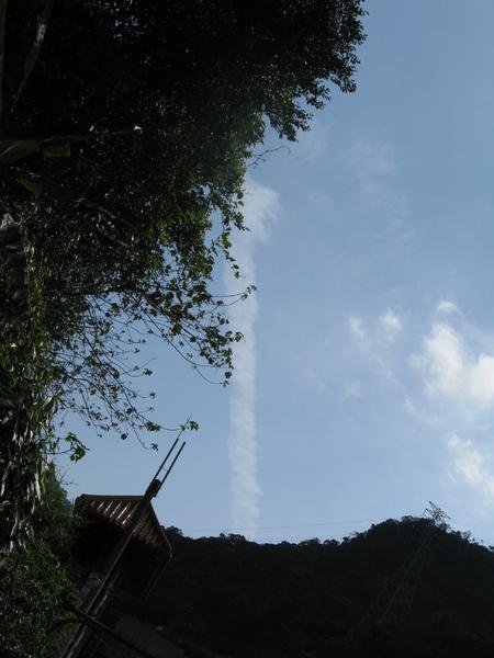 雲也可以畫直線~