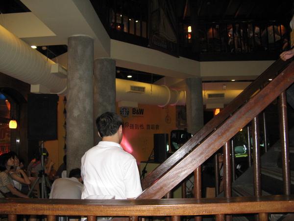 三樓是持工作證才能進去的vip區