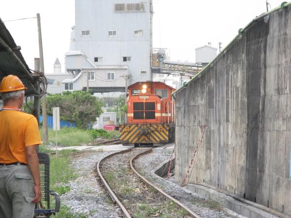 附近的貨運列車