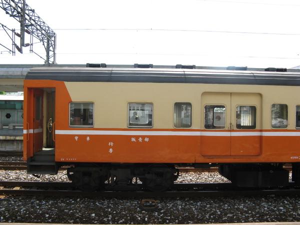 在花蓮站內遇到看起來很像莒光的行李車