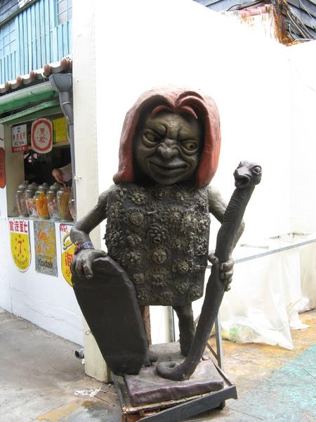 內灣戲院外雕像