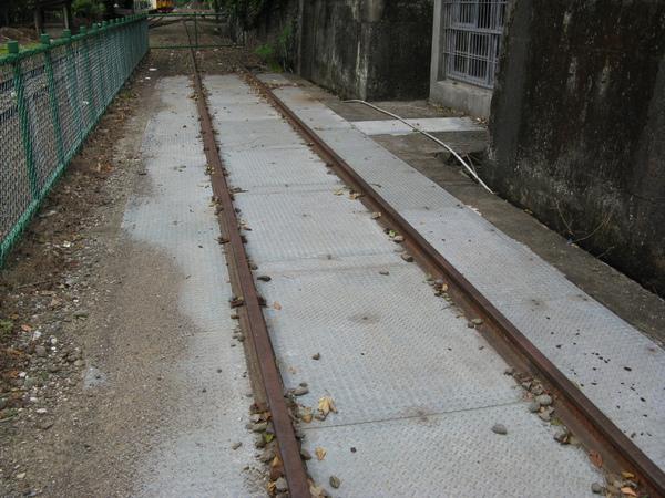只剩下鐵軌